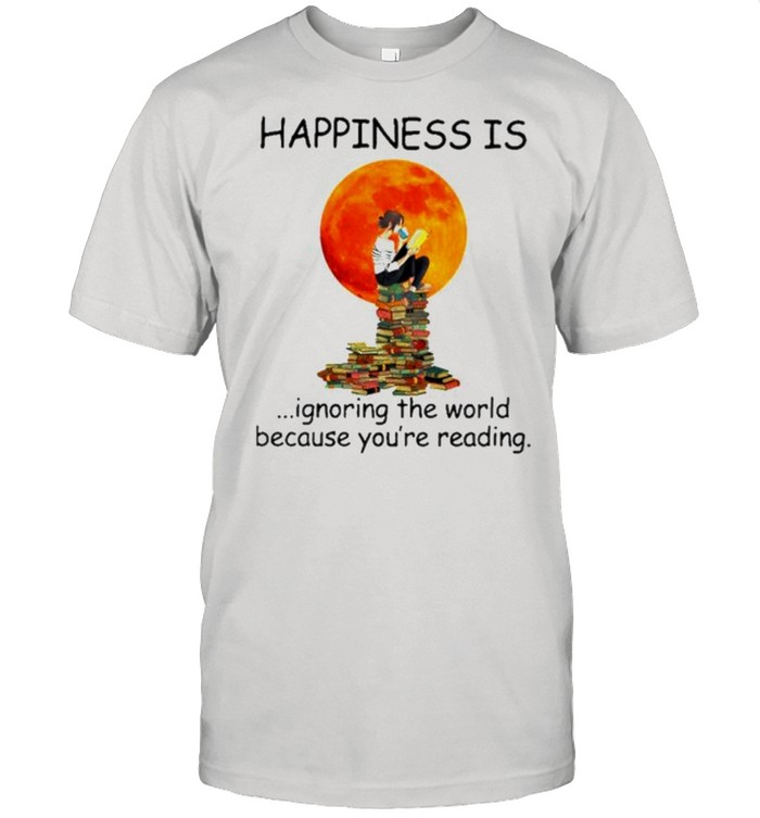 Happinesss is ignoring the world because you're reading shirt Classic Men's T-shirt